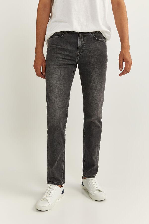 Jeans negros de corte skinny con lavado