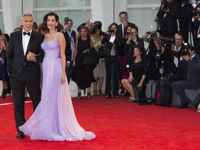 Enamoradas del falso bob de Amal Clooney en el Festival de Venecia