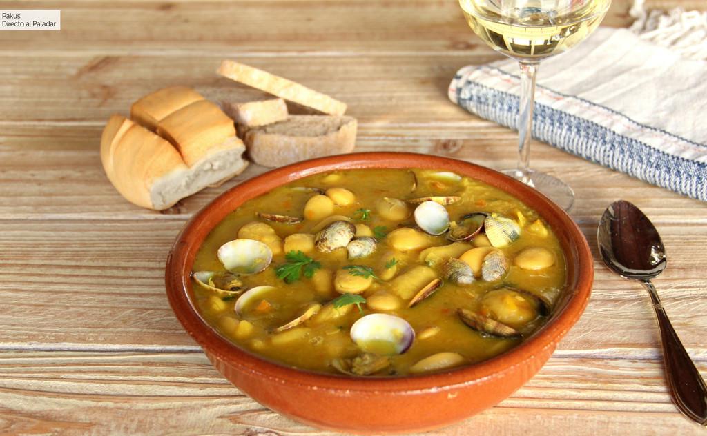 La mejor receta de fabes con almejas, el gran plato asturiano de legumbres