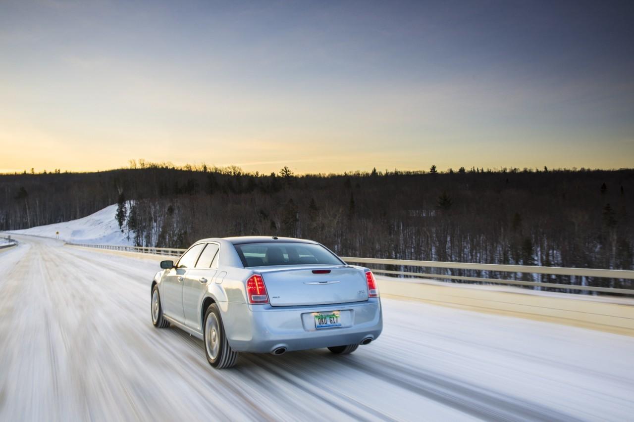 Foto de 2013 Chrysler 300 Glacier (26/27)