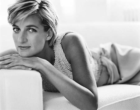 Los vestidos más icónicos de Diana de Gales: elegancia y distinción
