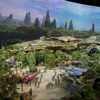 Disney nos adelanta en maqueta cómo van a ser sus parques temáticos de 'Star Wars'