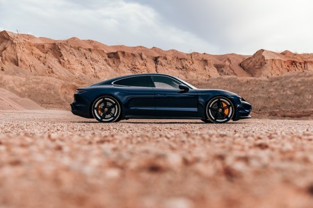Porsche Taycan Turbo S lateral