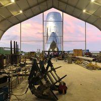 SpaceX mantiene una competición interna (y amistosa) para acelerar el desarrollo del Starship y Elon Musk muestra un avance