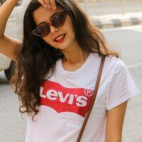 La camiseta de manga corta más vendida en Amazon es esta de Levi's y la tenemos hoy rebajadísima