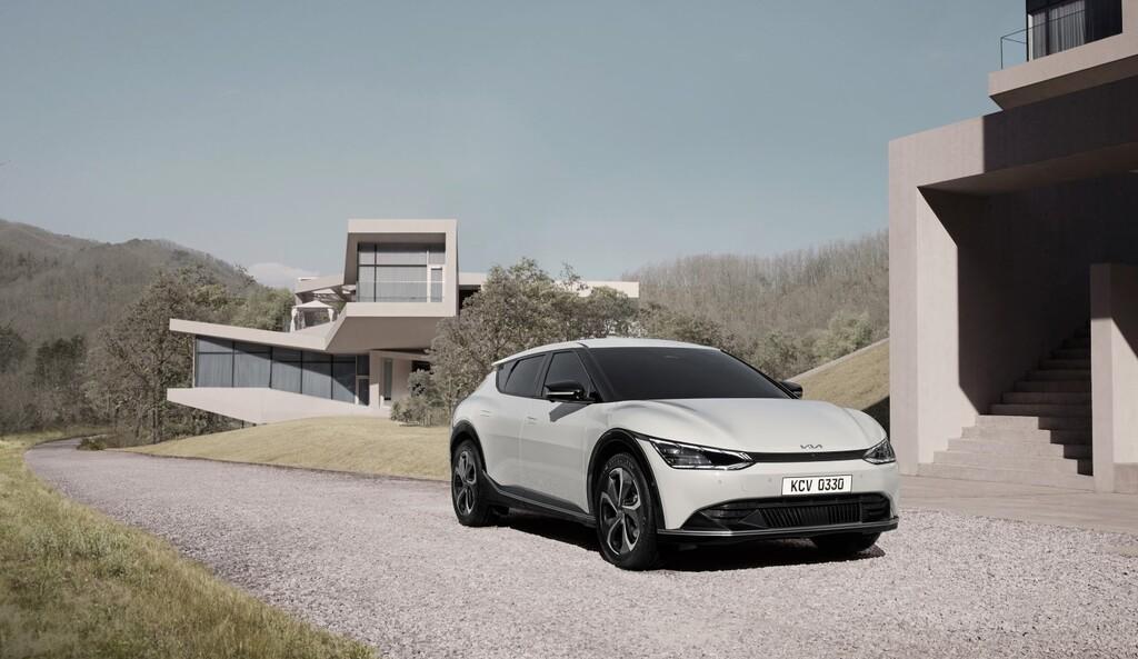 El nuevo Kia EV6 ya tiene precios en España, incluida la variante más barata del crossover eléctrico