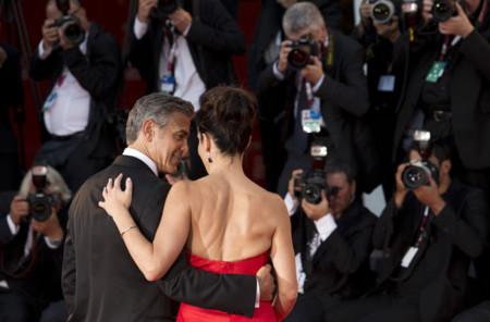Sandra Bullock de rojo en Venecia, a juego con la red carpet