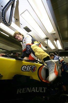 Alonso subiendo al monoplaza