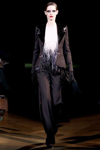 Foto de Givenchy Alta Costura Primavera-Verano 2010: una colección dominada por las transparencias (1/17)