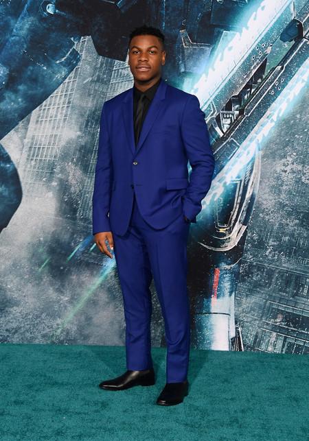 John Boyega Domina El Color Azul Para La Primavera En La Premiere De Pacific Rim