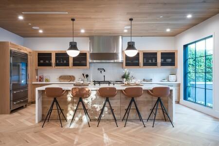 Si tienes una barra o isla en casa, los taburetes altos de cocina no te pueden faltar: las opciones mejor valoradas de Amazon