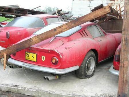 Dolorpasión™ tropical: los efectos del huracán Charley sobre un garaje de Ferrari clásicos