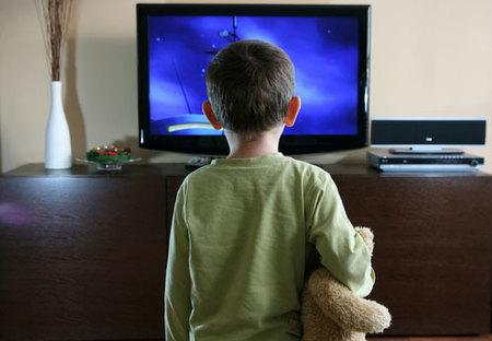 Demasiados anuncios de alimentos poco saludables en la programación infantil