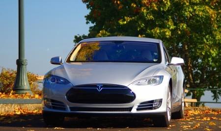 Elon Musk trata de limpiar la imagen de Tesla en Reino Unido y afirma que es su mercado principal en Europa