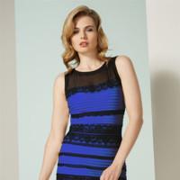 Taylor Swift ve el vestido azul, Kardashian blanco, ¿y tú de qué color? ¡Se agota y lo reponen!
