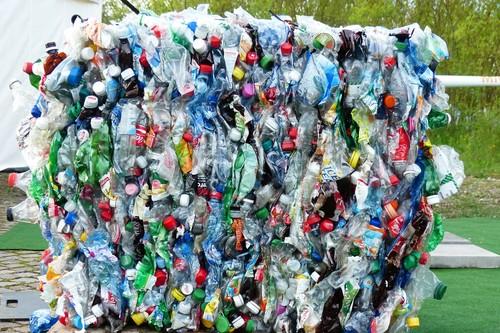 Cambiar de bolsas de plástico a bolsas a papel podría curar tu cruda moral, pero no es suficiente