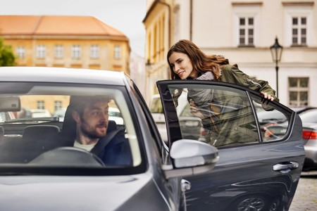 Cataluña cerca a Uber y Cabify: los coches VTC tendrán que contratarse con al menos 6 horas de antelación