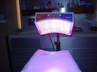 Tratamientos faciales para hombre: los beneficios de la lámpara de bioestimulación lumínica en la piel