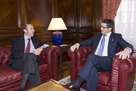 'Rubalcaba es eficaz para conseguir cosas a nuestro favor' [embajador de Bush en España]