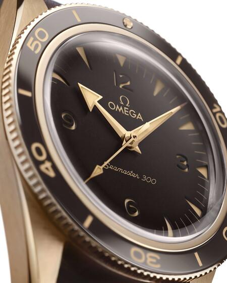 Omega Le Da Un Nuevo Toque De Elegancia Al Seamaster 300 Co Nun Sofisticado Color Oro Bronce 2