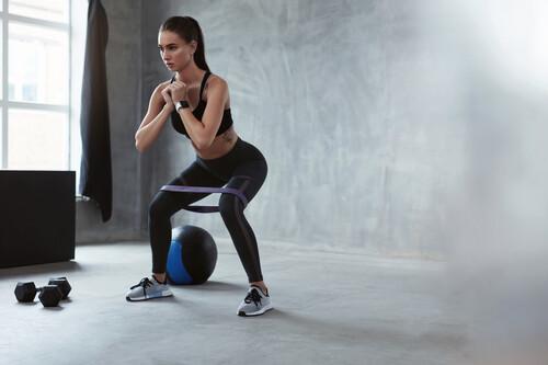 Un WOD de CrossFit rápido para entrenar todo tu cuerpo en casa en 30 minutos