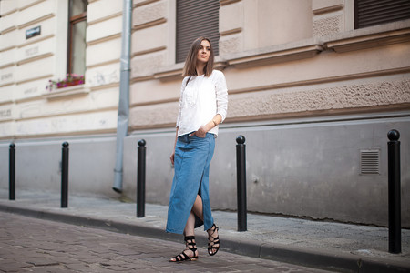 street style falda vaquera denim larga outfit estilismo look shopping