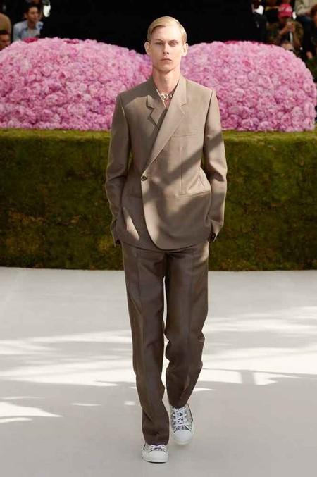 Clonados Y Pillados La Chaqueta Cruzada De Dior Llega A Zara Como La Gran Novedad Del Verano