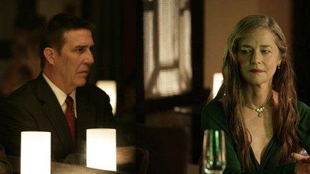 Ciarán Hinds y Charlotte Rampling en