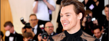 Harry Styles suma un toque femenino a su look para la red carpet de la MET Gala