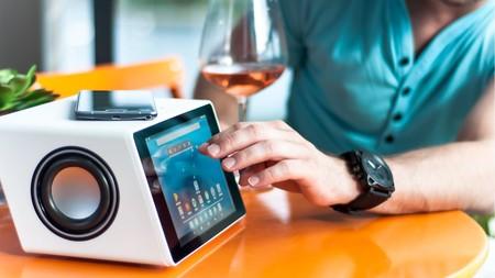 Aivia, un altavoz Bluetooth multifuncional con tableta y webcam incorporada