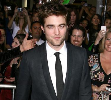 Robert Pattinson elegido el mejor vestido por GQ... WTF!!!