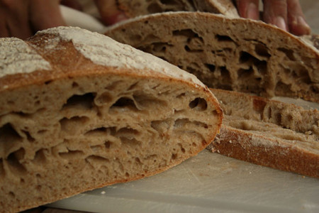 Pan con agujeros