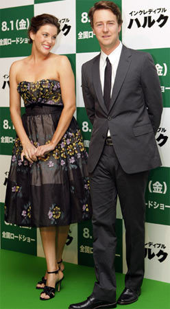 Liv Tyler en la premiere de The Incredible Hulk en Tokio