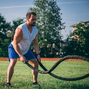 Cinco consejos para sacar mayor provecho al entrenamiento con battle ropes y 22 ejercicios para poner en práctica