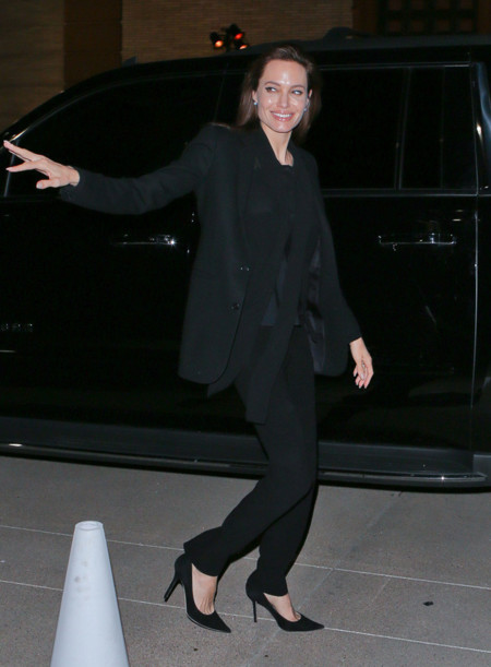 Angelina Jolie Traje Negro
