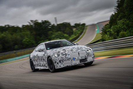 Enhorabuena, puristas: así de bien se mueve el BMW M4 en circuito con cambio manual, 480 CV y un rugido imponente