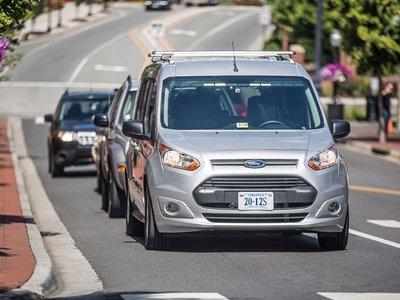 """Parece un """"coche autónomo"""", pero no lo es: la futura convivencia entre automóviles se juega en las calles de Virginia"""