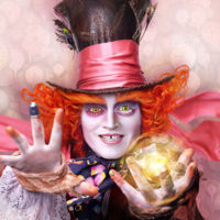 El nuevo tráiler de 'Alicia a través del espejo' nos adentra en su mágico mundo