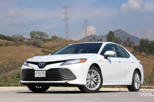 Toyota Camry Hybrid, a prueba: el Camry que mejor va es también el más eficiente