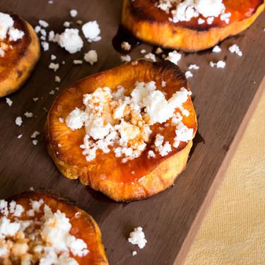Camotes confitados con piloncillo y queso doble crema chiapaneco. Receta fácil para postre de Año Nuevo