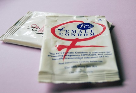 Manual de uso del preservativo femenino: todo lo que tienes que saber antes de usarlo