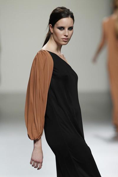 Foto de Ángel Schlesser en la Cibeles Madrid Fashion Week Otoño-Invierno 2011/2012 (9/10)