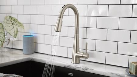 Este grifo es compatible con Google Assistant y Alexa y permite controlar a distancia la temperatura y el agua que consumimos