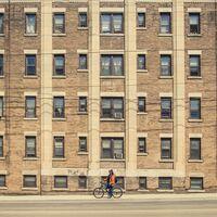 Precios más bajos, sí, pero también un 30% menos de pisos: cómo le va a Berlín en su control del alquiler