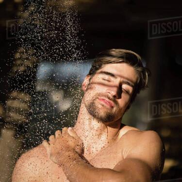 Los  mejores aceites de baño para usar al salir de la ducha, hidratar la piel y olvidarte de las cremas corporales