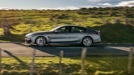BMW M850i Gran Coupé lateral en marcha