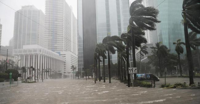 31 vídeos e imágenes que explican cómo se vive a pie de calle la destrucción de Irma, el peor huracán de la historia