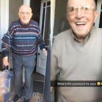 El tierno vídeo viral del abuelo que recibe con una gran sonrisa a su nieta cada vez que lo visita