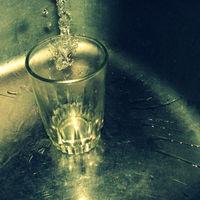 El litio combate la depresión, y hay quien quiere echárselo al agua para reducir los suicidios