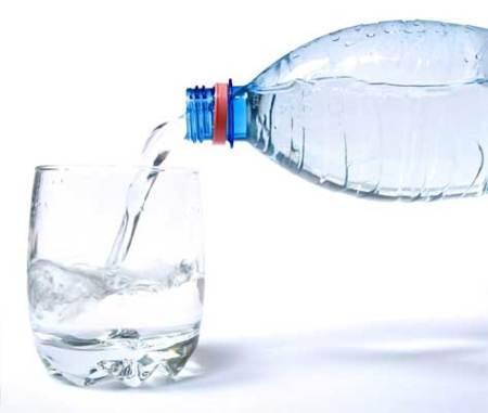 Como beber agua para bajar de peso